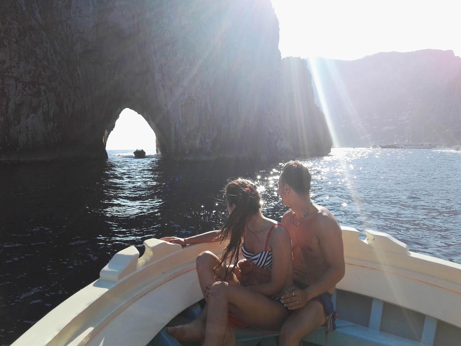 Giro in barca e pescaturismo a Capri e visita ai Faraglioni