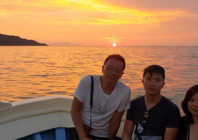 Escursione in barca al tramonto per famiglie