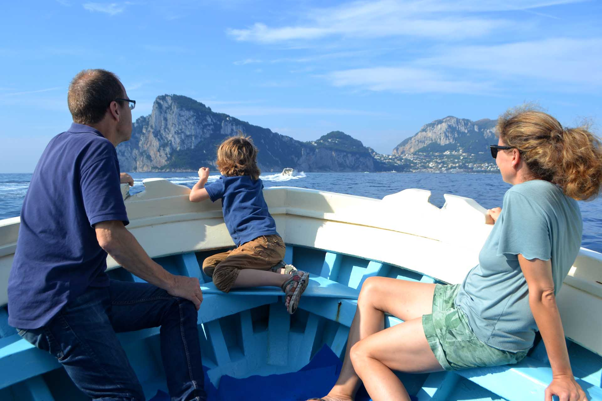 Capri boat excursion for families with child