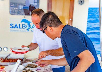 Il pescato del giorno cucinato a bordo